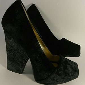 Vintage Zinc peep toe pumps leather embossed heels